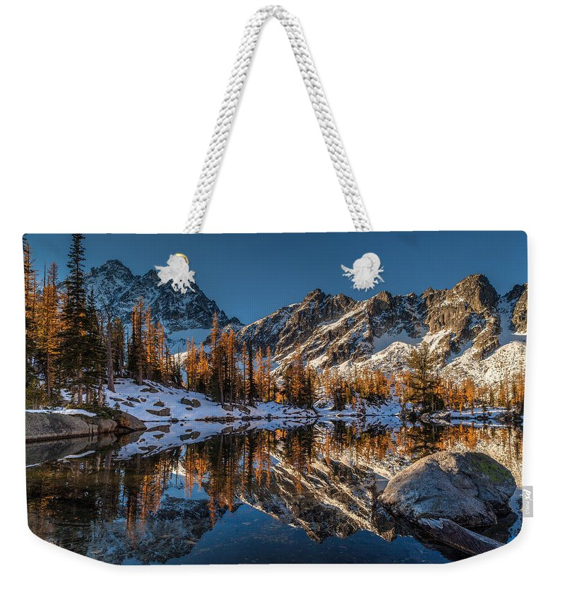 Fall Colors Weekender Tote Bag featuring the photograph Morning At Horseshoe Lake by Mike Reid