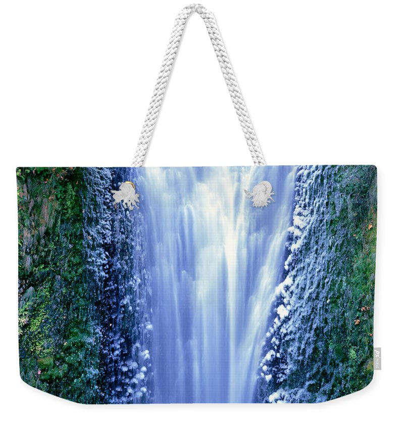 North America Weekender Tote Bag featuring the photograph Multnomah Falls Columbia River Gorge Oregon by Dave Welling