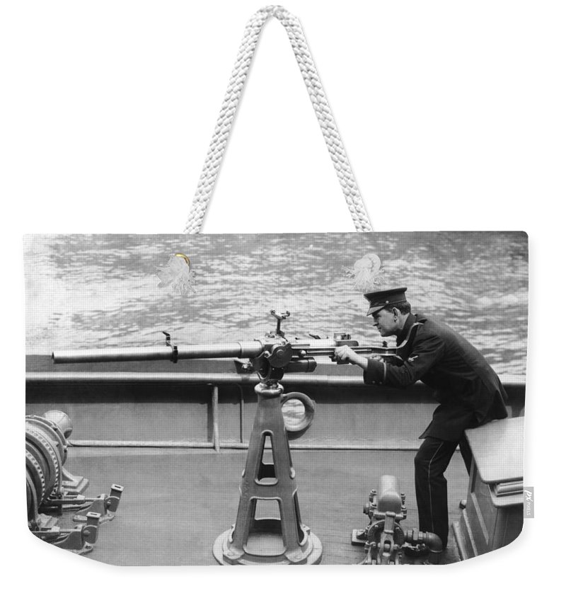 1917 Weekender Tote Bag featuring the photograph Ny Police Boat Patrol by Underwood Archives
