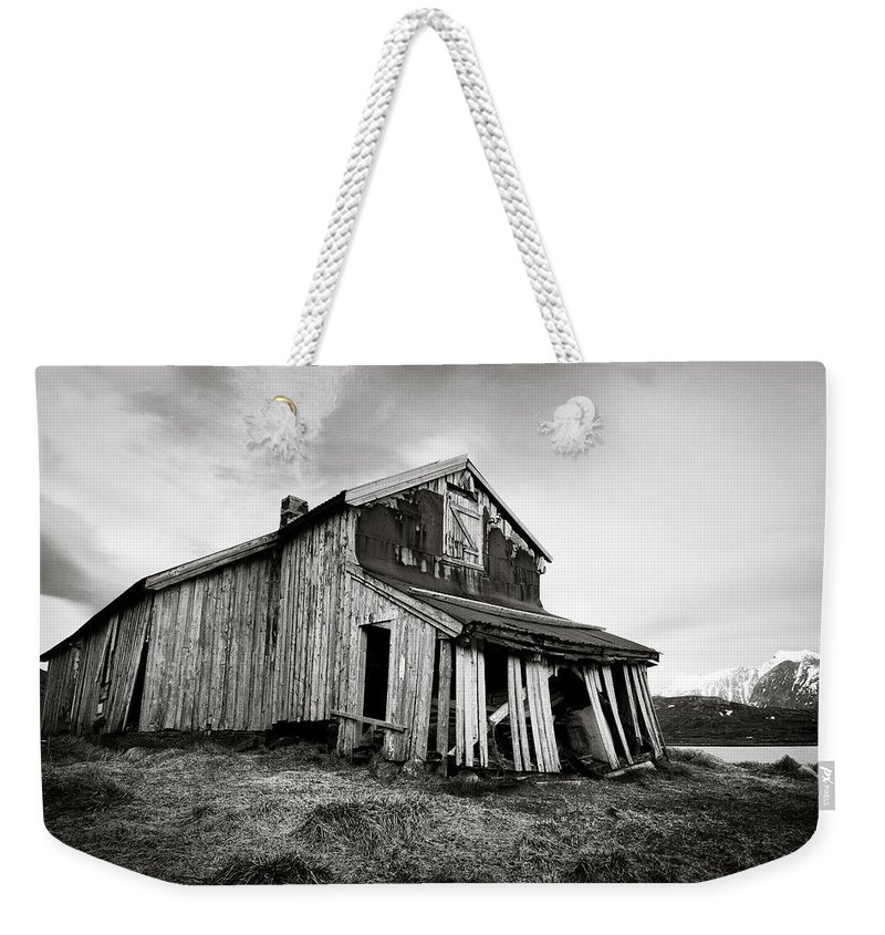 Barn Weekender Tote Bag featuring the photograph Old Barn by Dave Bowman