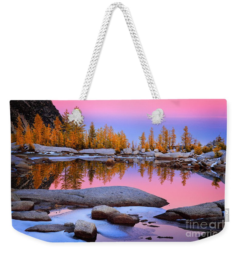 Alpine Lakes Wilderness Weekender Tote Bag featuring the photograph Pink Tarn - October by Inge Johnsson