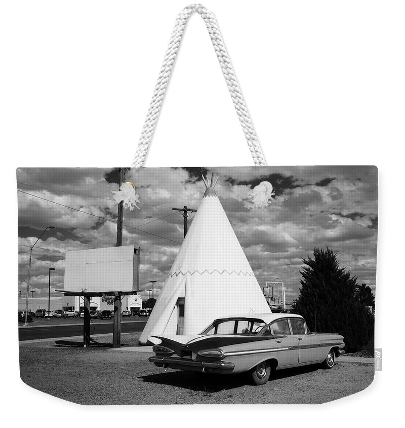 66 Weekender Tote Bag featuring the photograph Route 66 - Wigwam Motel 7 by Frank Romeo