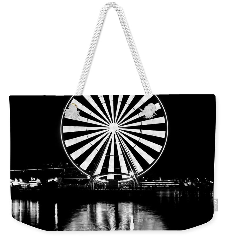 Seattle Weekender Tote Bag featuring the photograph Seattle Great Wheel Black And White by Benjamin Yeager
