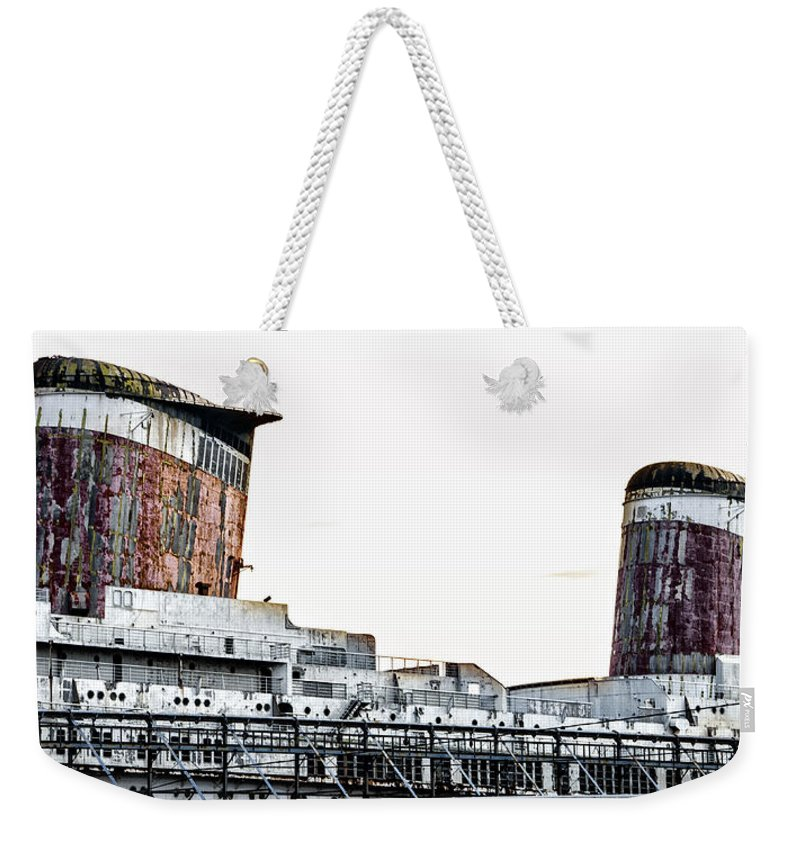 Smoke Weekender Tote Bag featuring the photograph Smoke Stacks - Ss United States - Philadelphia by Bill Cannon