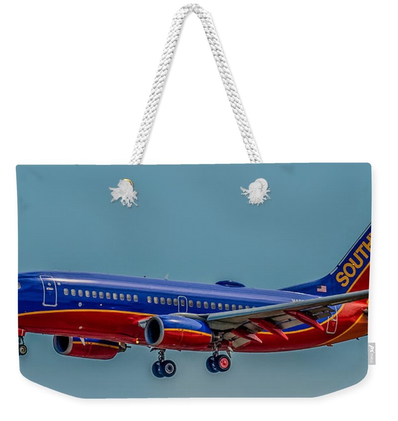 Plane Weekender Tote Bag featuring the photograph Southwest 737 Landing by Paul Freidlund