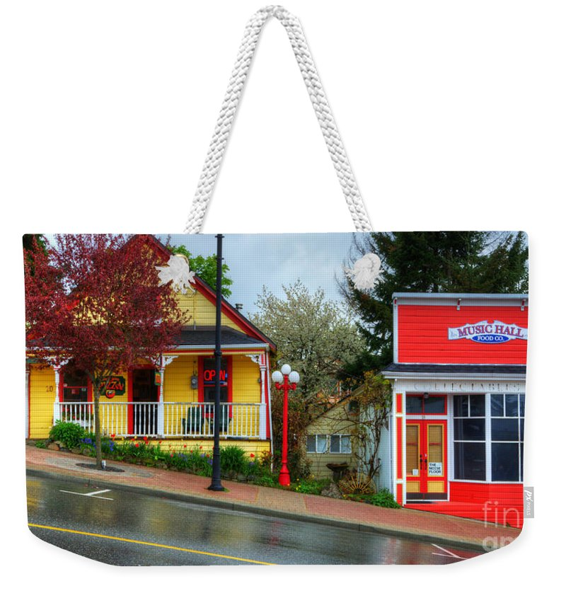 Ladysmith Weekender Tote Bag featuring the photograph Steep Street Ladysmith by Bob Christopher