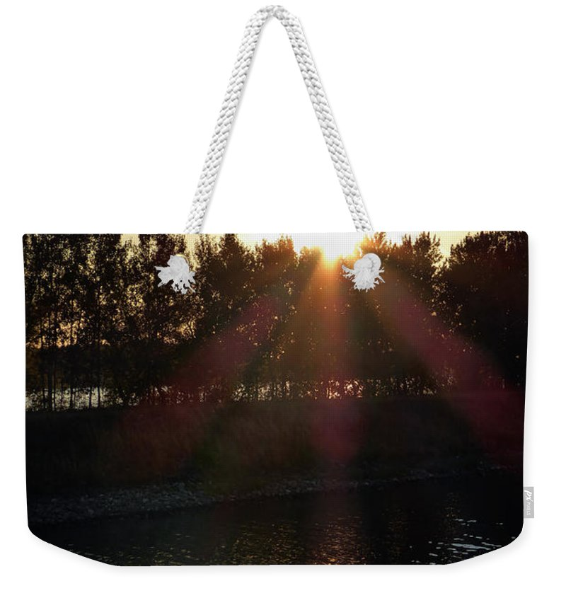 St. Basil's Cathedral Weekender Tote Bag featuring the photograph Sunset On The Volga River by Linda Dunn