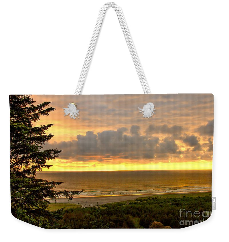 Sunset Weekender Tote Bag featuring the photograph Sunset Over The Pacific Ocean by Robert Bales