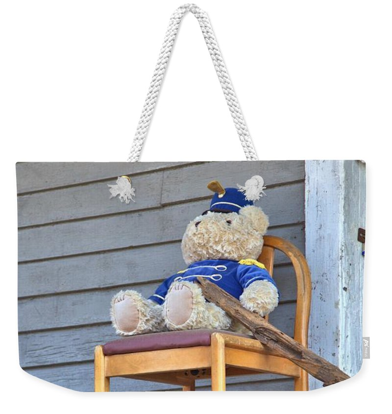 8186 Weekender Tote Bag featuring the photograph The Bouncer by Gordon Elwell