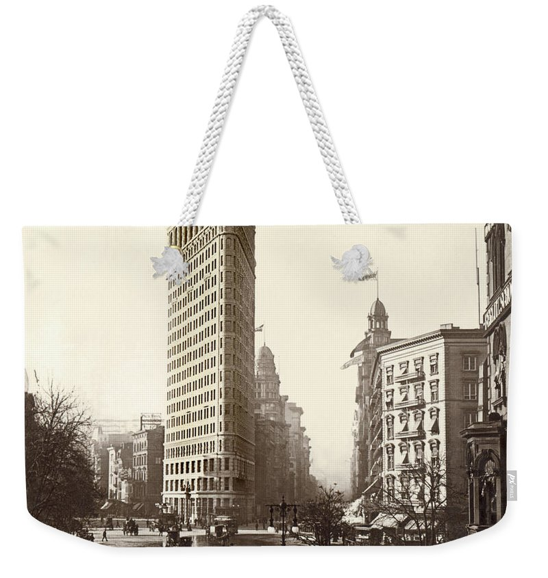 Continent Weekender Tote Bag featuring the photograph The Flatiron Building In Ny by Underwood Archives