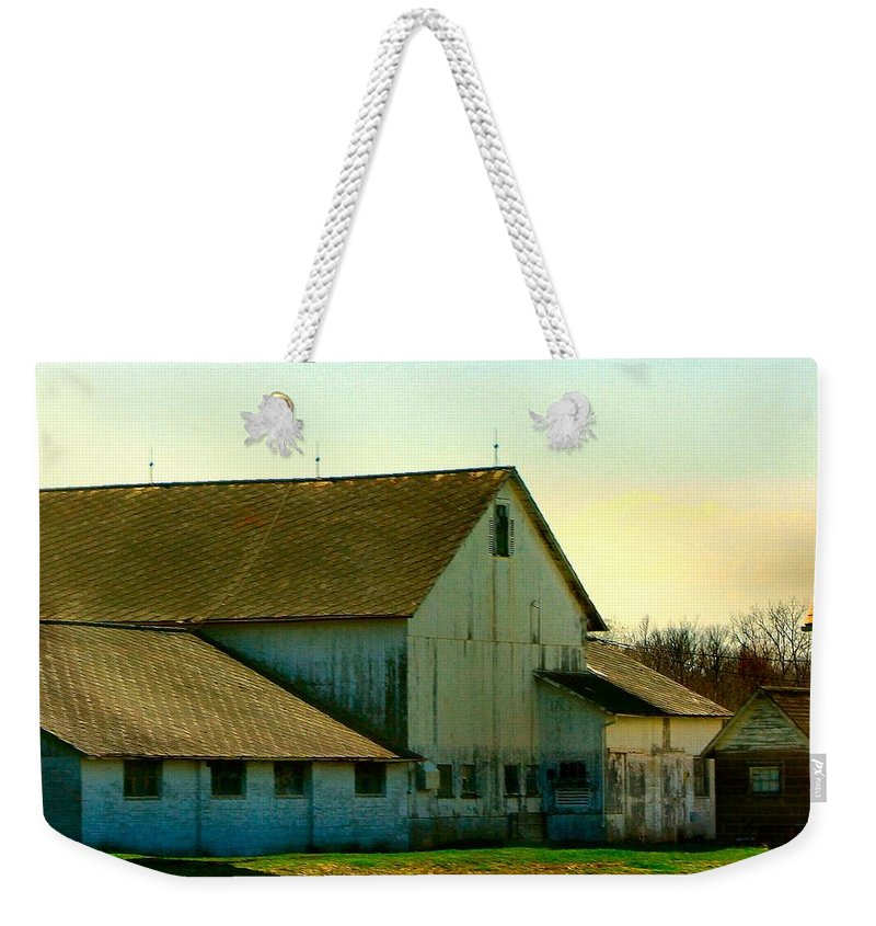 White Barn Weekender Tote Bag featuring the photograph The Great White by T Cook
