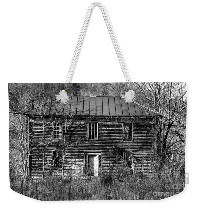 Abandoned Weekender Tote Bag featuring the photograph The Mansion Bw by Teresa Mucha