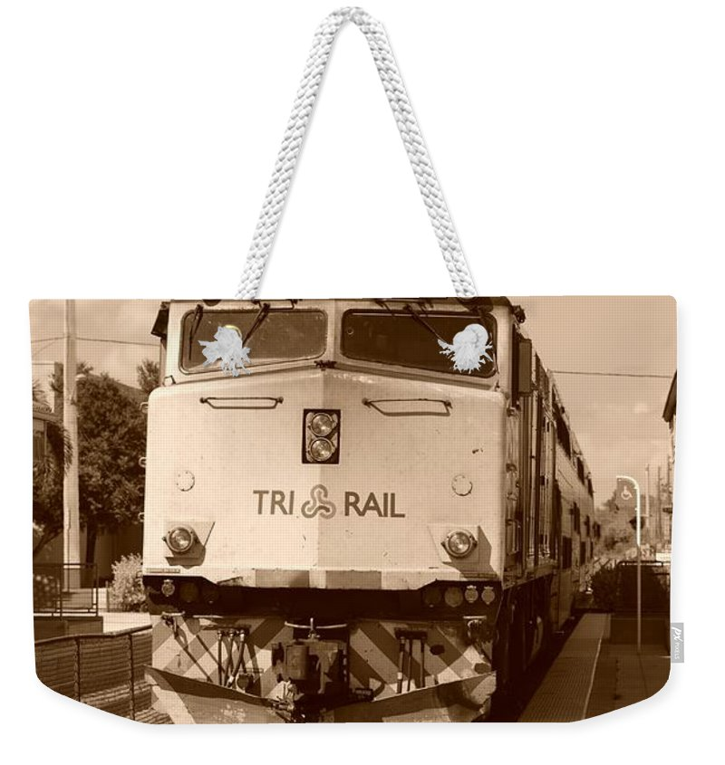 Train Weekender Tote Bag featuring the photograph Tri Rail 808 by Rob Hans