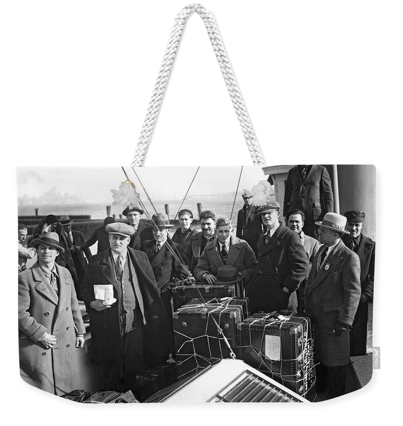 1926 Weekender Tote Bag featuring the photograph Undesirable Aliens Sent Back by Underwood Archives