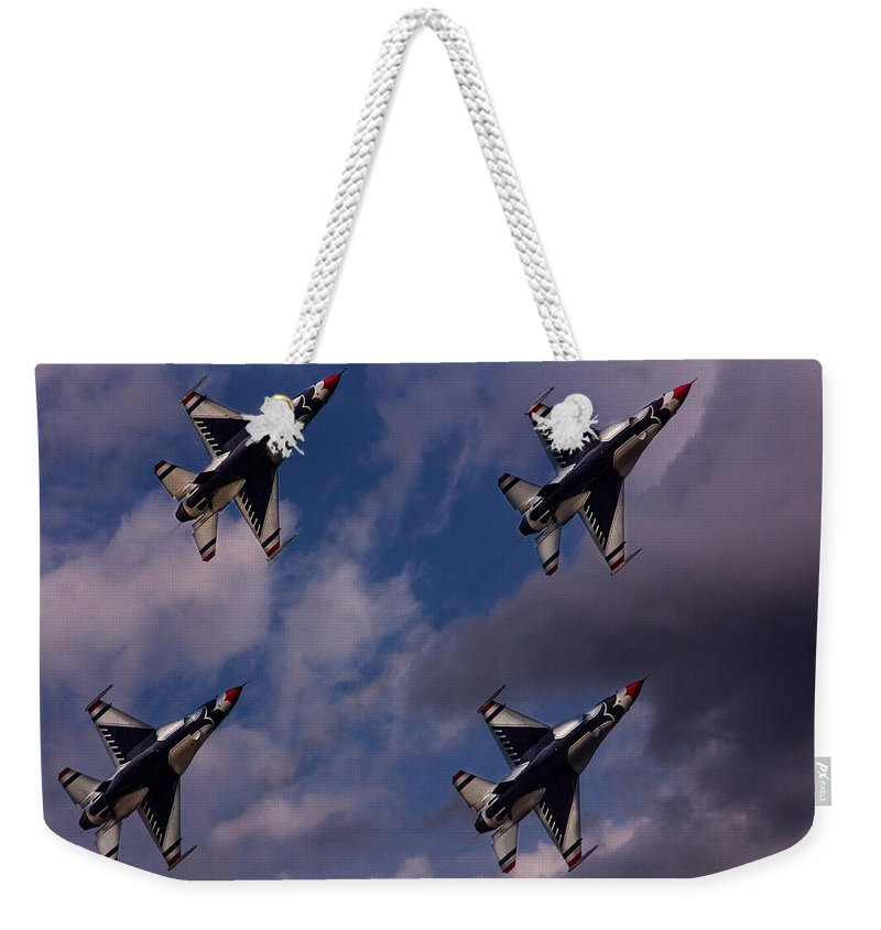 Usaf Weekender Tote Bag featuring the photograph Usaf Thunderbirds by Roger Wedegis