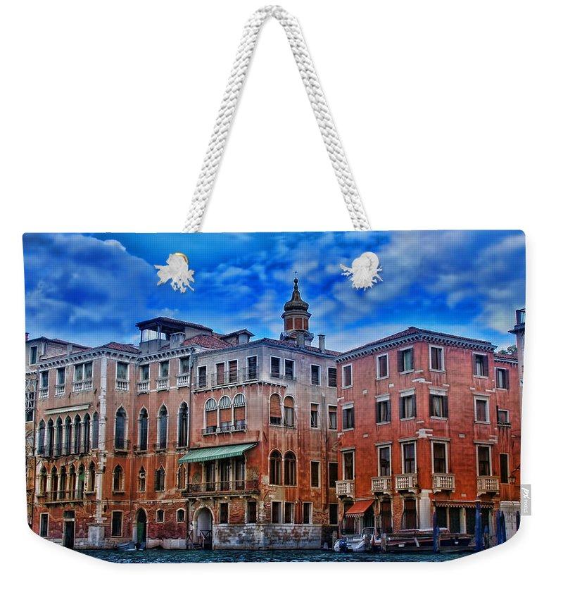 Italy Weekender Tote Bag featuring the photograph Venezia by Ellen Heaverlo