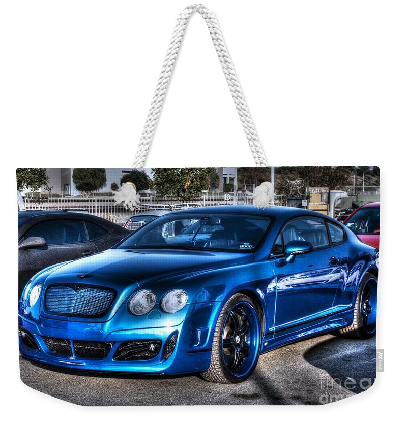 2009 Weekender Tote Bag featuring the photograph West Coast Bently Cgt by Tommy Anderson