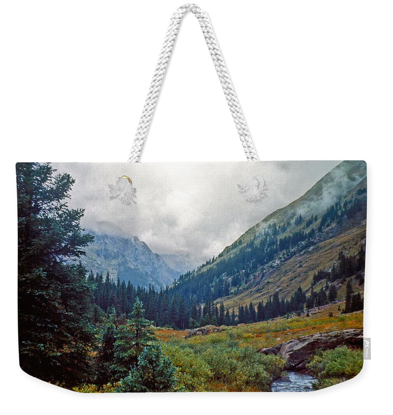 Wind River Range Weekender Tote Bag featuring the photograph Windrivers 1 by Gary Benson