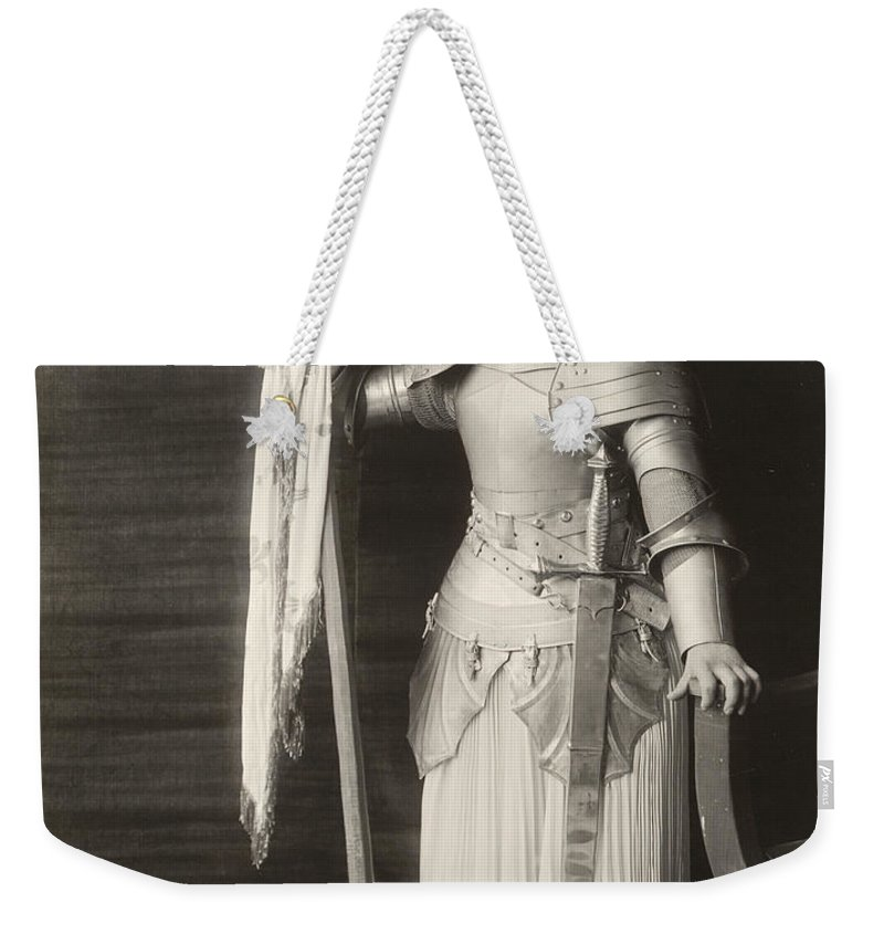 1916 Weekender Tote Bag featuring the photograph Geraldine Farrar (1882-1967) by Granger