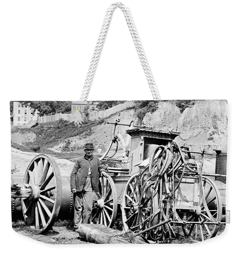 1865 Weekender Tote Bag featuring the photograph Civil War: Richmond, 1865 by Granger