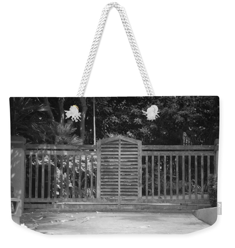 Black And White Weekender Tote Bag featuring the photograph Bargate by Rob Hans