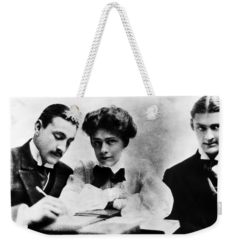 1904 Weekender Tote Bag featuring the photograph Barrymore Siblings, 1904 by Granger