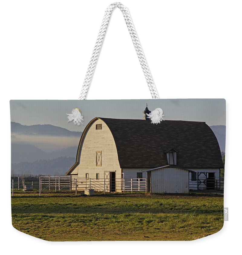 Barn Weekender Tote Bag featuring the photograph Classic Barn Near Grants Pass by Mick Anderson