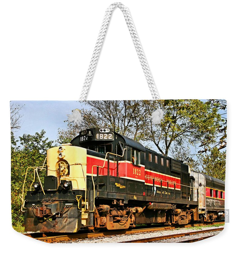Train Weekender Tote Bag featuring the photograph Cuyahoga Valley 1822 by Kristin Elmquist