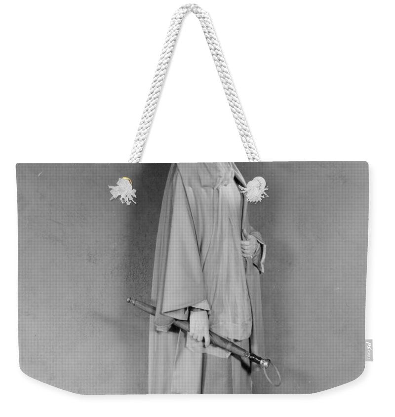 1926 Weekender Tote Bag featuring the photograph Greta Garbo (1905-1990) by Granger
