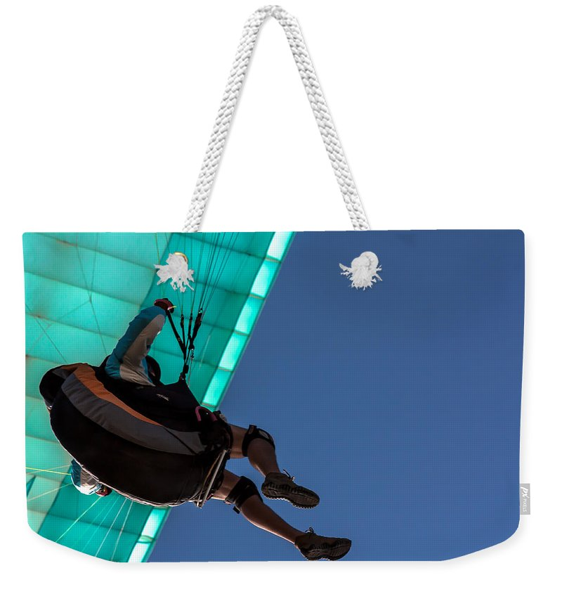 Man Bird Weekender Tote Bag featuring the photograph Icaro by Edgar Laureano