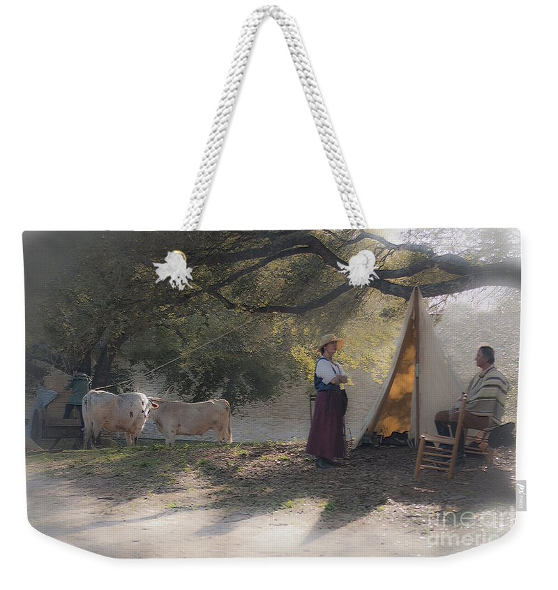 Washington On The Brazos Weekender Tote Bag featuring the photograph Morning Pleasantries by Kim Henderson