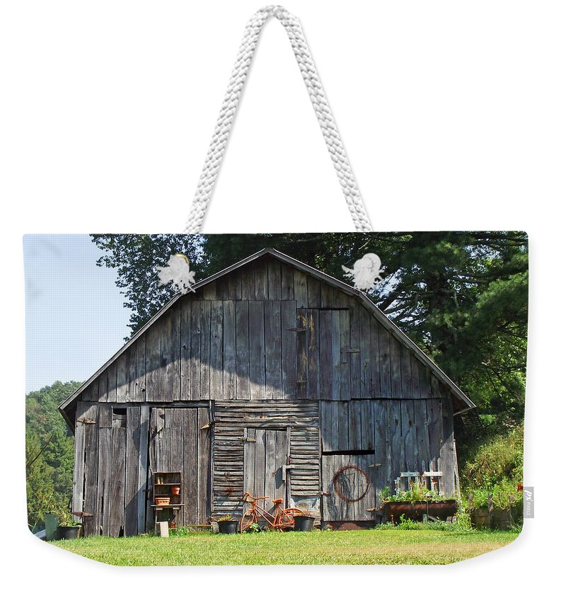 Barns Weekender Tote Bag featuring the photograph Old Barn South Of Brevard by Duane McCullough