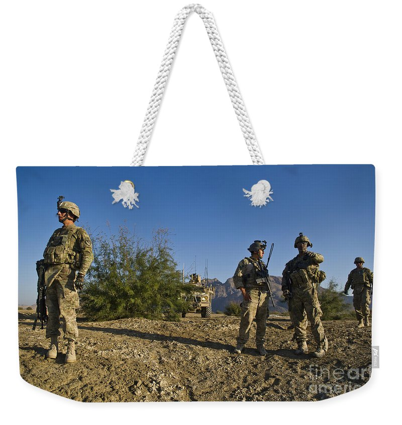 Joint Terminal Attack Controller Weekender Tote Bag featuring the photograph Soldiers Discuss A Strategic Plan by Stocktrek Images