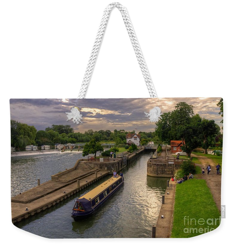 River Thames Weekender Tote Bag featuring the photograph The River Thames At Goring by Rob Hawkins