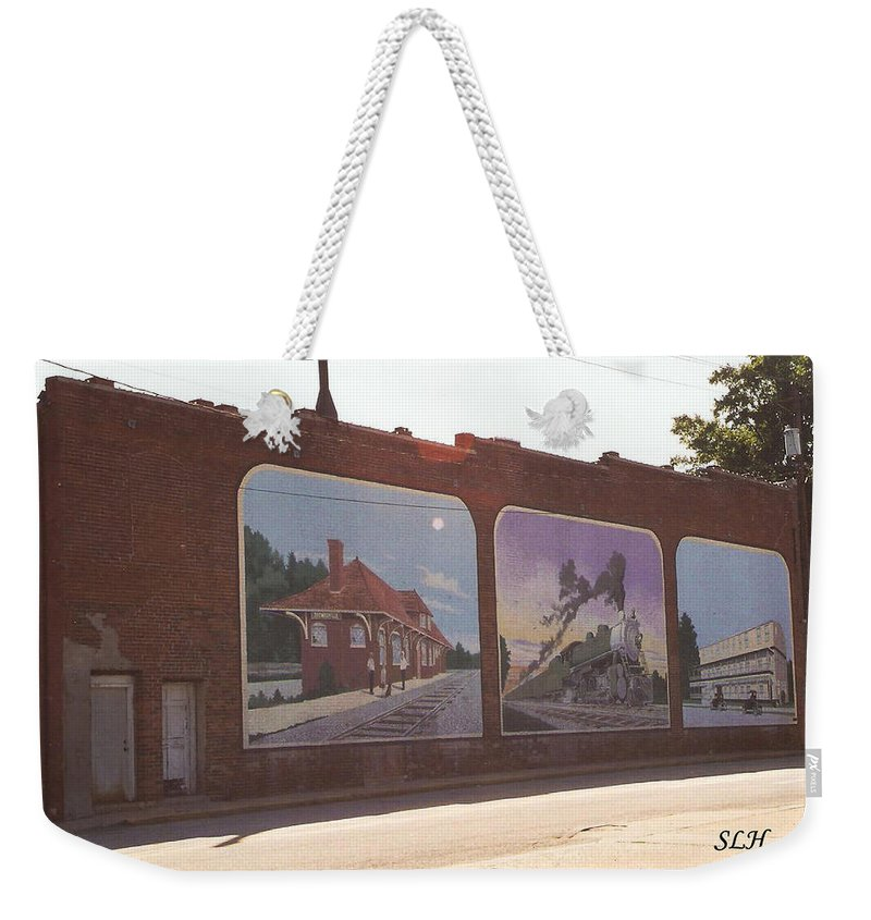 Best Thomasville Painted Wall Weekender Tote Bag featuring the photograph Thomasville Painted Wall by Lee Hartsell