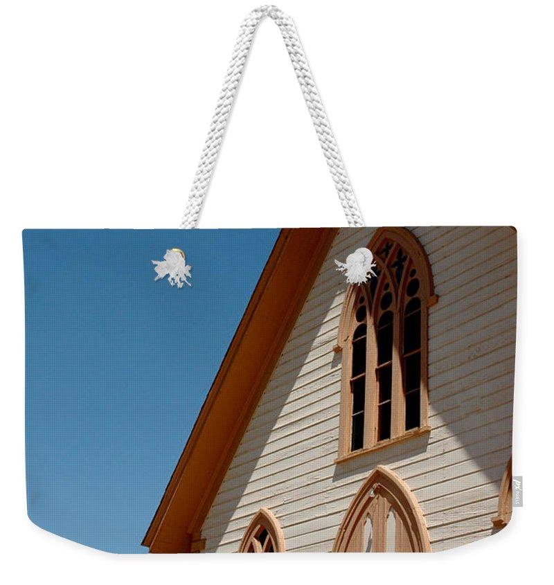 Usa Weekender Tote Bag featuring the photograph Episcopal Church by LeeAnn McLaneGoetz McLaneGoetzStudioLLCcom