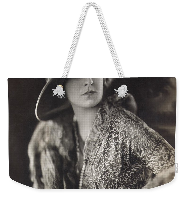 1915 Weekender Tote Bag featuring the photograph Elsie Janis (1889-1956) by Granger
