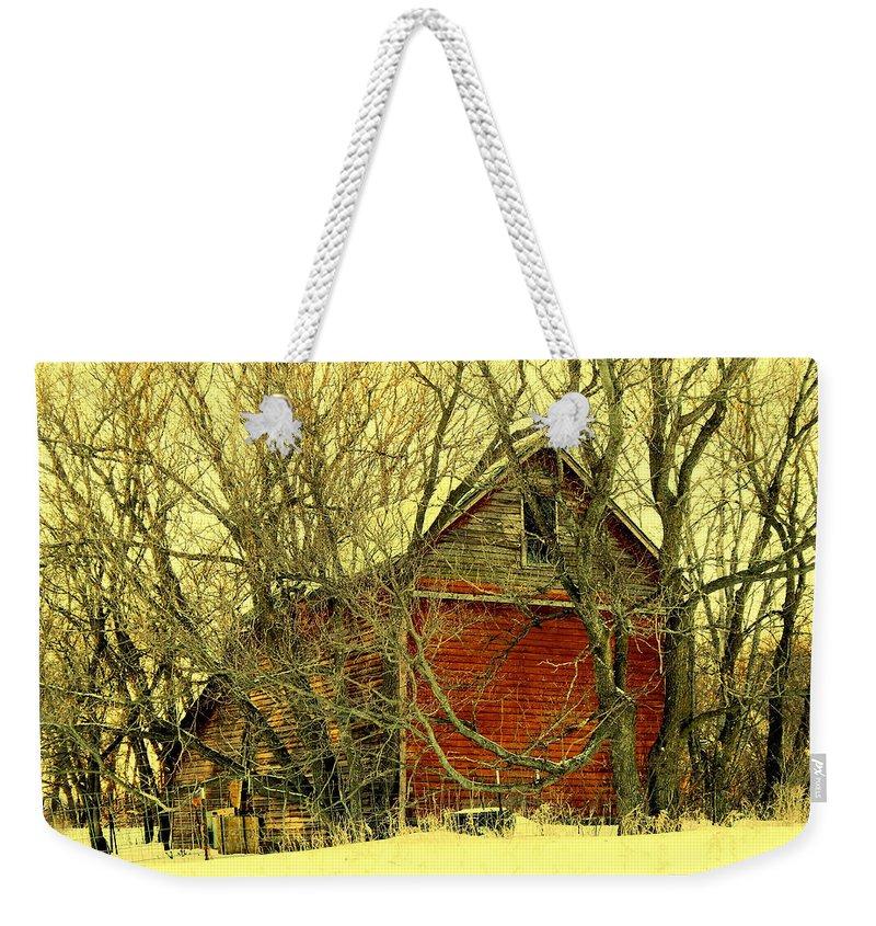 Heartland Weekender Tote Bag featuring the photograph Heartland by Curtis Tilleraas