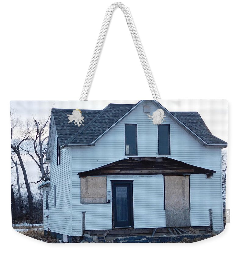 Boarded Up House Weekender Tote Bag featuring the photograph Heartland Of A Superpower by Curtis Tilleraas