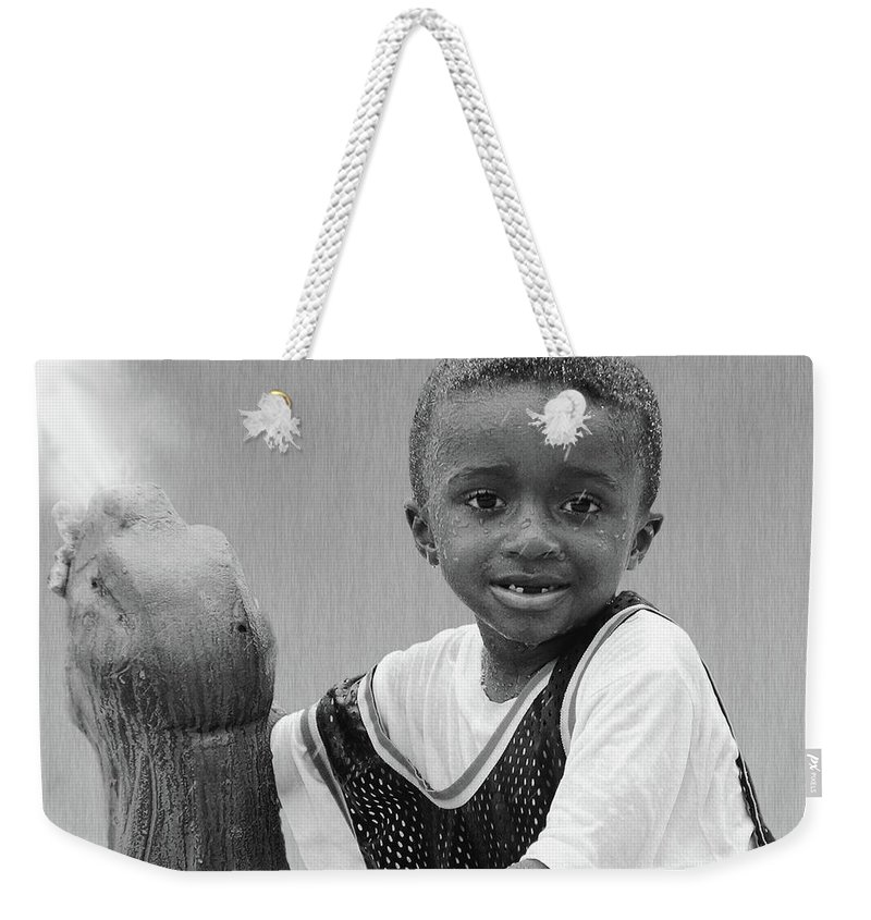 2d Weekender Tote Bag featuring the photograph Philly Fountain Kid by Brian Wallace