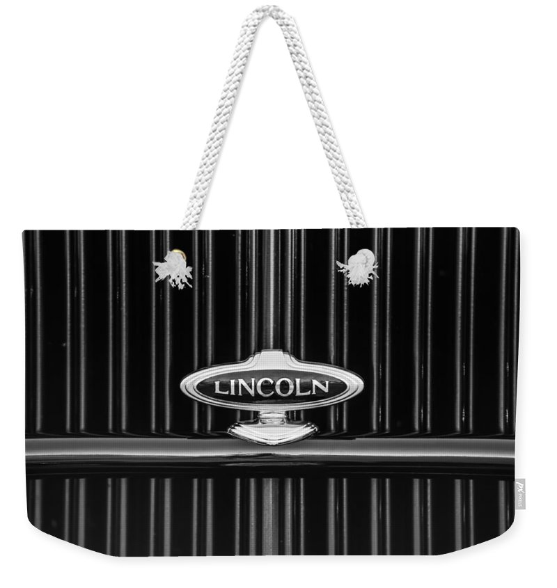 1932 Lincoln Kb Boattail Speedster Grille Emblem Weekender Tote Bag featuring the photograph 1932 Lincoln Kb Boattail Speedster Grille Emblem -1685bw by Jill Reger