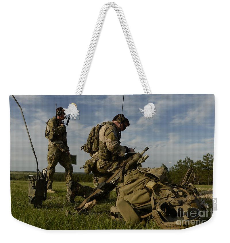 Exercise Emerald Warrior Weekender Tote Bag featuring the photograph U.s. Air Force Combat Controllers by Stocktrek Images