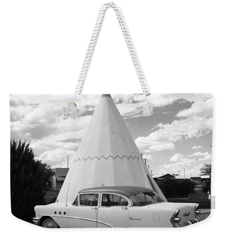 66 Weekender Tote Bag featuring the photograph Route 66 - Wigwam Motel by Frank Romeo