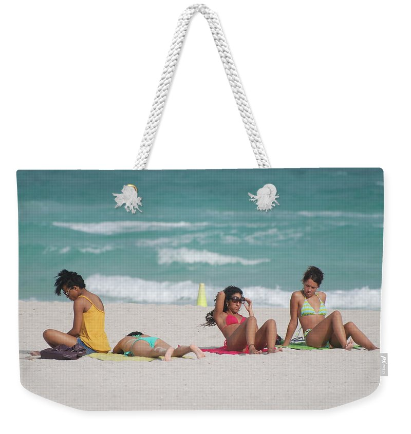 Sea Scape Weekender Tote Bag featuring the photograph 3 Up 1 Down At The Beach by Rob Hans