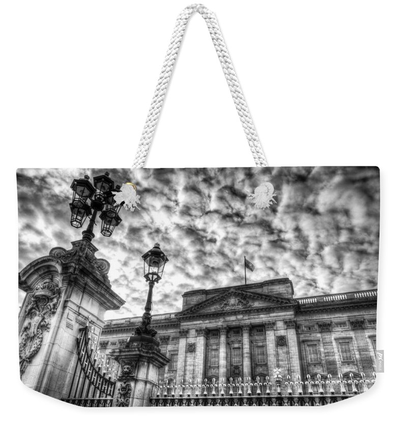 Buckingham Palace Weekender Tote Bag featuring the photograph Buckingham Palace by David Pyatt