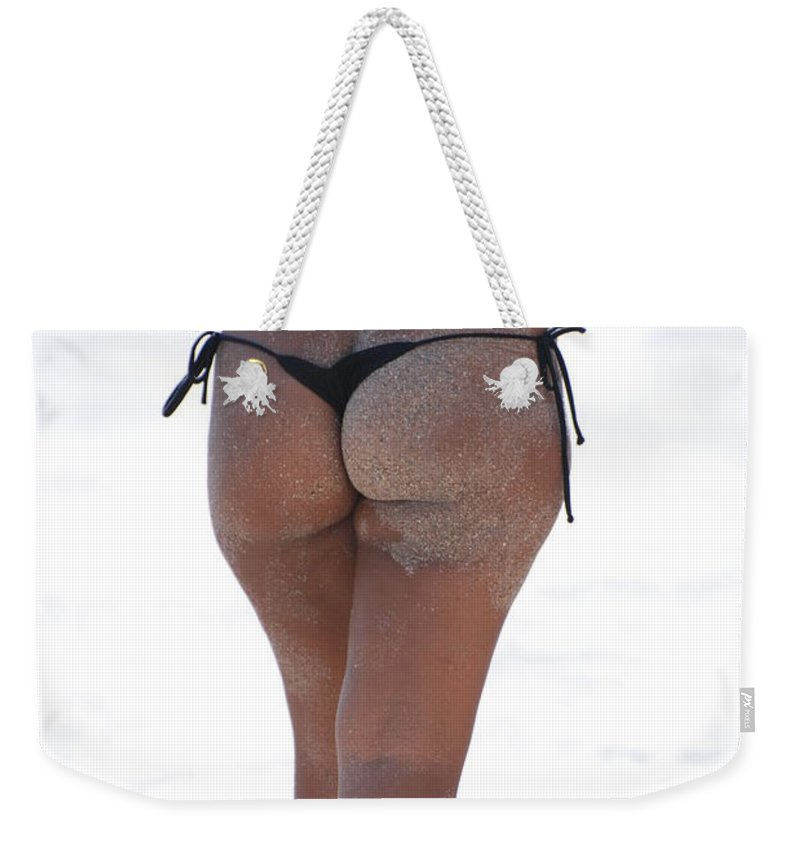Portriat Weekender Tote Bag featuring the photograph L W Thong by Rob Hans