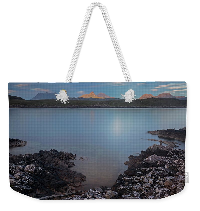 Achnahaird Bay Weekender Tote Bag featuring the photograph Achnahaird Bay And Assynt Mountains by Derek Beattie