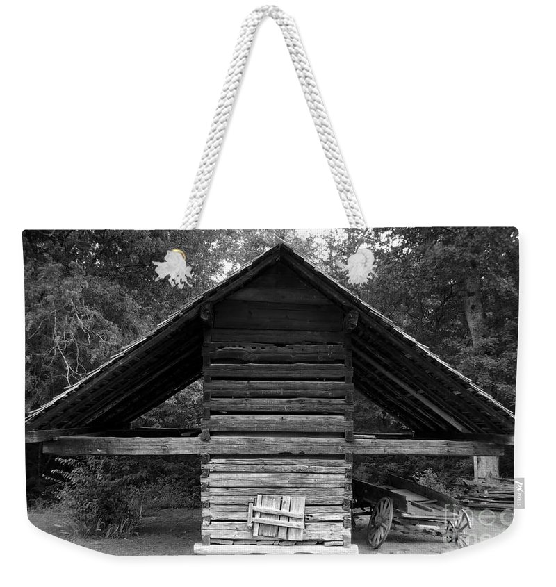 Barn Weekender Tote Bag featuring the photograph Barn And Wagon by David Lee Thompson