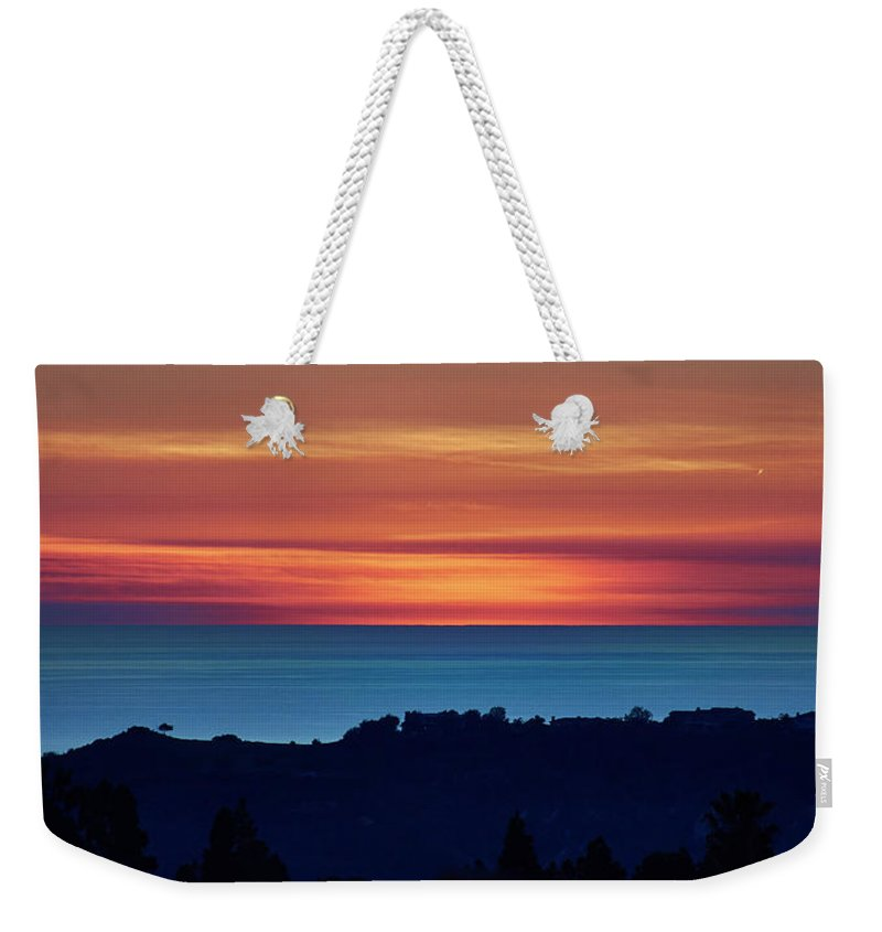 Mark Steffen Weekender Tote Bag featuring the photograph Big Chill by Mark Steffen