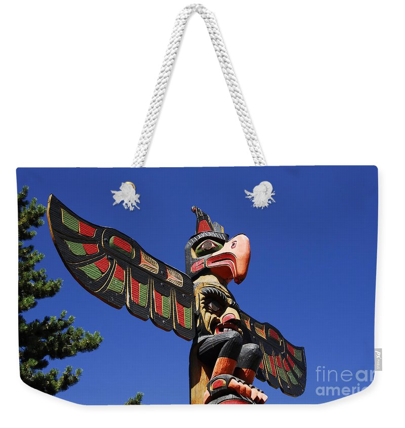 Totem Pole Weekender Tote Bag featuring the photograph Blue Sky Totem by David Lee Thompson
